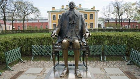 Estatua de Pedro I en la Fortaleza de San Pedro y San Pablo