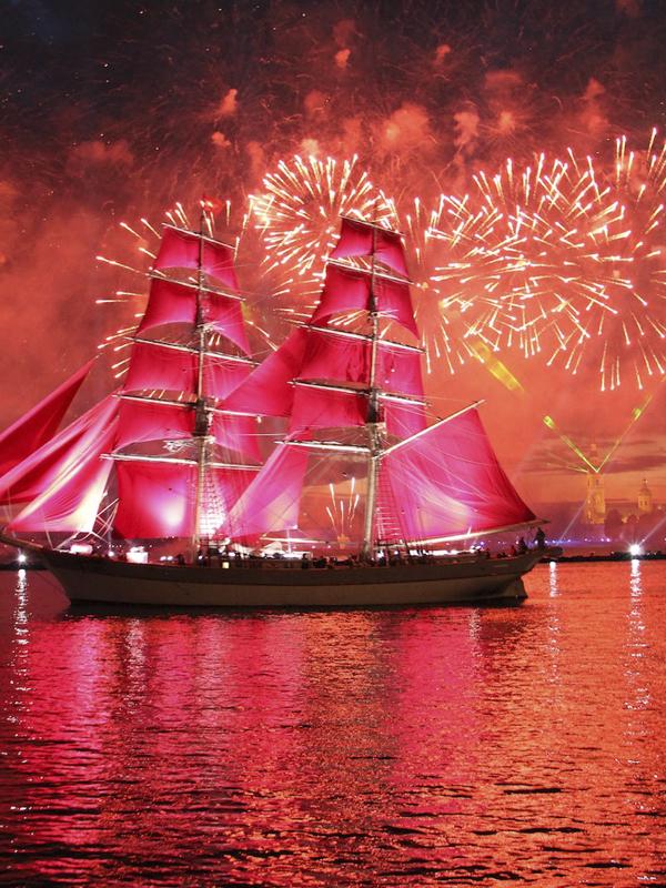 El velero rojo. Excursiones y tours por San Petersburgo en español