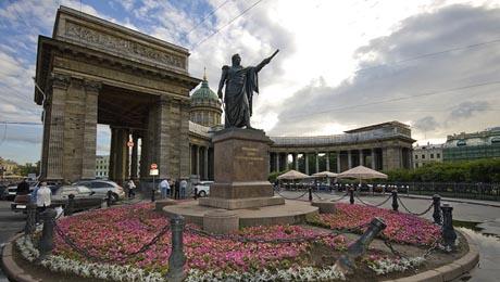 Monumentos a Mijail Kutuzov y Mijail Barclay de Trolly